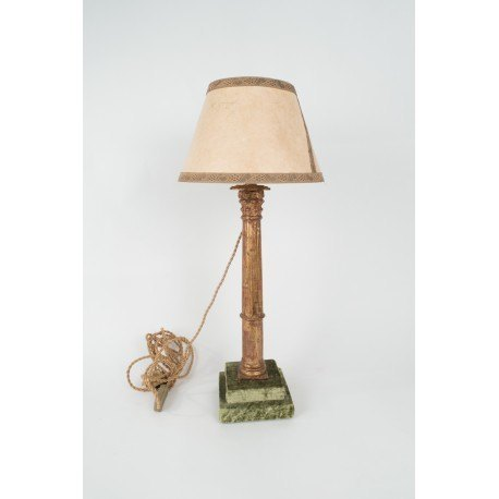 Lámpara columna de madera